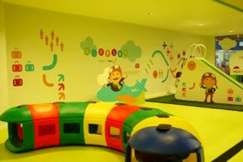 Facilities for kids at Faro Airport