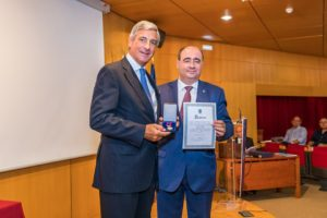 Municipal gold medal award for Faro Airport
